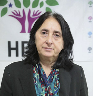 Nusel Aydogan, fængslet HDP parlamentariker.Listen af anklager imod hende er på44 forskellige lovbrud. Før Aydogan i 2011 blev valgt til parlamentet, havde hun i mange år arbejdet som fødevareingeniør og været en ledende skikkelse i fagbevægelsen.